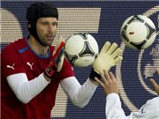 Cech &quot;trn t&#236;nh&quot; v sai lm cht ngi trong trn u vi Hy Lp